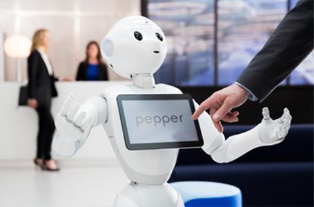 Pepper, o robô que lê emoções, é presença especial na FBV