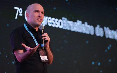 """""""Tempo é algo mais valioso que dinheiro: é vida"""", afirma Fred Alecrim na abertura de sua palestra na FBV 2019"""