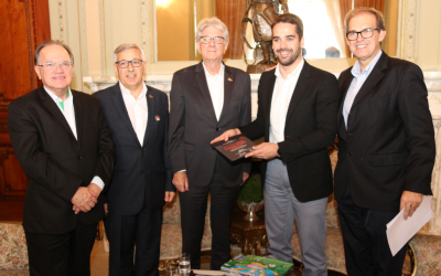 Governador Eduardo Leite recebe convite para a 7ª edição da Feira Brasileira do Varejo