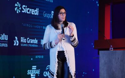 """""""As lojas chatas estão morrendo"""", diz Grasiela Tesser durante palestra na Feira Brasileira de Varejo"""